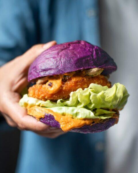 Panini vegani, sostenibili e colorati: apre a Napoli Bionic Burger